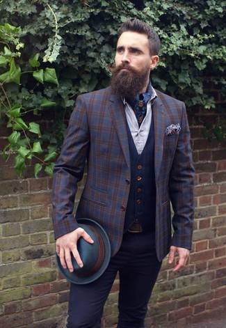 Cómo combinar un pañuelo de bolsillo con print de flores azul marino: Ponte un blazer de lana de tartán azul marino y un pañuelo de bolsillo con print de flores azul marino para un look agradable de fin de semana.