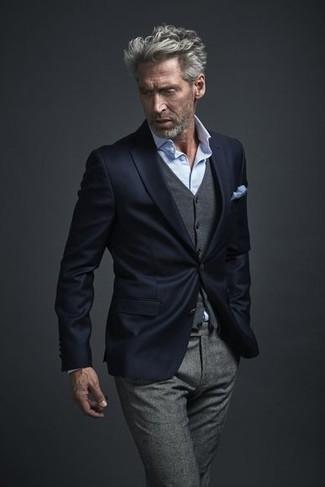 Cómo combinar: blazer azul marino, chaleco de vestir de lana gris, camisa de vestir celeste, pantalón de vestir de lana gris