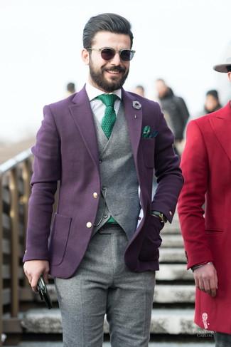 Cómo combinar un chaleco de vestir de lana gris: Emparejar un chaleco de vestir de lana gris con un pantalón de vestir de lana gris es una opción excelente para una apariencia clásica y refinada.