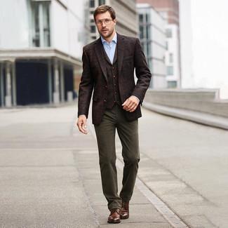 Cómo combinar un blazer: Elige un blazer y un pantalón chino verde oliva para el after office. Botas casual de cuero marrónes son una opción buena para completar este atuendo.
