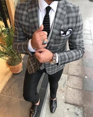 Cómo combinar un blazer de tartán gris: Utiliza un blazer de tartán gris y un pantalón de vestir negro para un perfil clásico y refinado. Completa el look con zapatos con doble hebilla de cuero negros.