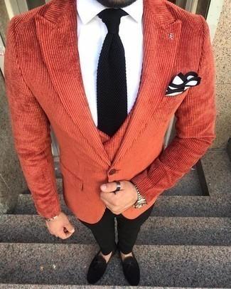 Look de moda: Blazer naranja, Chaleco de vestir naranja, Camisa de vestir blanca, Pantalón de vestir negro