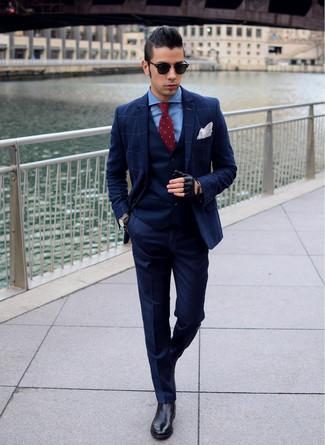 Cómo combinar: blazer a cuadros azul marino, chaleco de vestir azul marino, camisa de vestir azul, pantalón de vestir azul marino