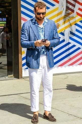 Cómo combinar un pantalón chino con un mocasín con borlas: Ponte un blazer cruzado de lino azul y un pantalón chino para lograr un estilo informal elegante. Con el calzado, sé más clásico y completa tu atuendo con mocasín con borlas.