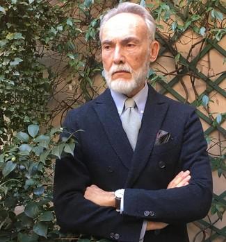 Cómo combinar: blazer cruzado negro, camisa de vestir celeste, corbata gris, pañuelo de bolsillo de paisley burdeos
