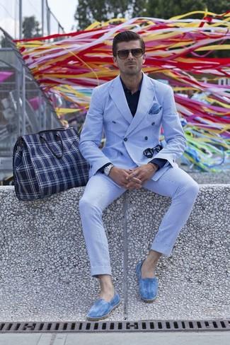 Look de moda Blazer Cruzado de Rayas Verticales Blanco y Azul, Camisa de Vestir