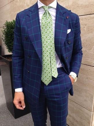 Cómo combinar: blazer cruzado a cuadros azul, camisa de vestir blanca, pantalón de vestir a cuadros azul, corbata estampada en blanco y verde