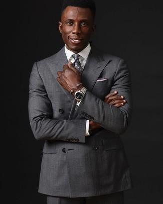 Cómo combinar: blazer cruzado gris, camisa de vestir blanca, pantalón de vestir gris, corbata a lunares gris