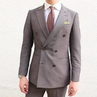 Cómo combinar: blazer cruzado marrón, camisa de vestir de rayas verticales blanca, pantalón de vestir marrón, corbata a lunares marrón