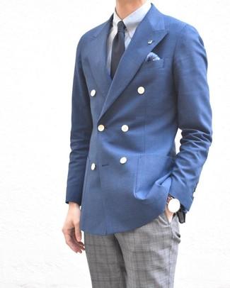Cómo combinar: blazer cruzado azul, camisa de vestir celeste, pantalón de vestir de tartán gris, corbata azul marino