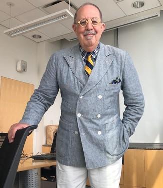 Cómo combinar una camisa de vestir de tartán azul marino: Intenta combinar una camisa de vestir de tartán azul marino con un pantalón de vestir blanco para rebosar clase y sofisticación.