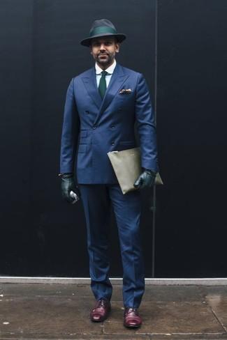 Cómo combinar una corbata: Empareja un blazer cruzado azul marino junto a una corbata para un perfil clásico y refinado. ¿Quieres elegir un zapato informal? Usa un par de zapatos derby de cuero morado oscuro para el día.