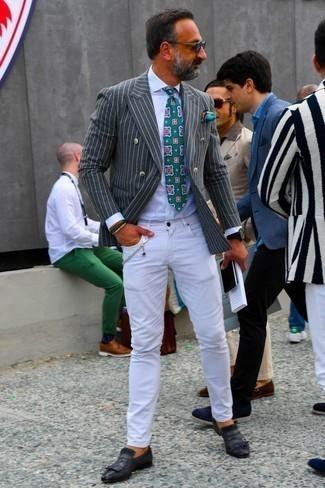 Cómo combinar una corbata estampada verde: Emparejar un blazer cruzado de rayas verticales en gris oscuro con una corbata estampada verde es una opción inmejorable para una apariencia clásica y refinada. Si no quieres vestir totalmente formal, elige un par de zapatos con hebilla de cuero negros.