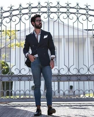 Cómo combinar unos vaqueros pitillo azules: Ponte un blazer cruzado negro y unos vaqueros pitillo azules para lograr un estilo informal elegante. ¿Por qué no ponerse zapatos oxford de cuero negros a la combinación para dar una sensación más clásica?