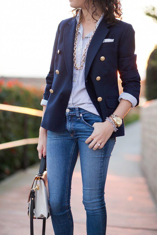 Outfit con blazer azul marino mujer