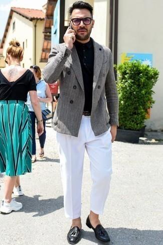 Cómo combinar un blazer cruzado con un mocasín con borlas: Casa un blazer cruzado con un pantalón de vestir blanco para un perfil clásico y refinado. Si no quieres vestir totalmente formal, elige un par de mocasín con borlas.