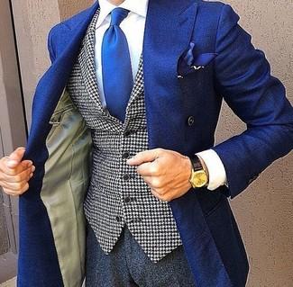 Cómo combinar: blazer cruzado azul, chaleco de vestir de pata de gallo en blanco y negro, camisa de vestir blanca, pantalón de vestir en gris oscuro