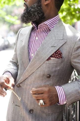 Cómo combinar: blazer cruzado gris, camisa de vestir de rayas verticales morado, pañuelo de bolsillo a lunares burdeos