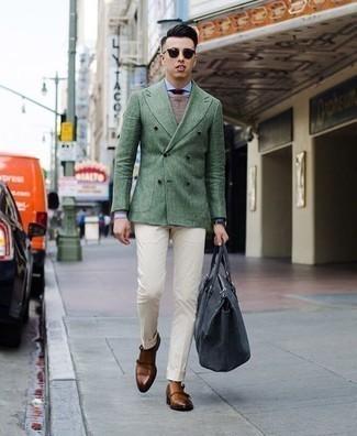 Cómo combinar una corbata burdeos: Empareja un blazer cruzado verde oscuro con una corbata burdeos para un perfil clásico y refinado. Haz este look más informal con zapatos con doble hebilla de cuero en tabaco.