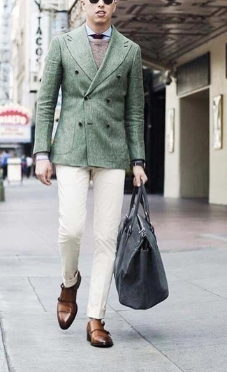 Cómo combinar una corbata burdeos: Elige un blazer cruzado verde oscuro y una corbata burdeos para un perfil clásico y refinado. Zapatos con doble hebilla de cuero marrónes darán un toque desenfadado al conjunto.