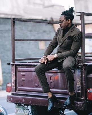 Cómo combinar un pantalón de vestir de lana gris: Elige un blazer cruzado de lana en gris oscuro y un pantalón de vestir de lana gris para rebosar clase y sofisticación. ¿Quieres elegir un zapato informal? Elige un par de botines chelsea de cuero negros para el día.