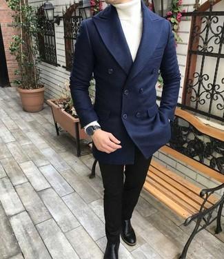 Cómo combinar: blazer cruzado de lana azul marino, jersey de cuello alto blanco, vaqueros pitillo negros, botines chelsea de cuero negros
