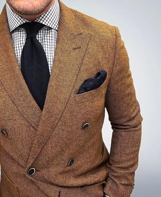 Look de moda: Blazer cruzado de lana marrón, Camisa de vestir a cuadros blanca, Corbata negra, Pañuelo de bolsillo negro