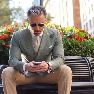 Cómo combinar: blazer cruzado en verde menta, pantalón de vestir en beige, corbata en beige, pañuelo de bolsillo blanco