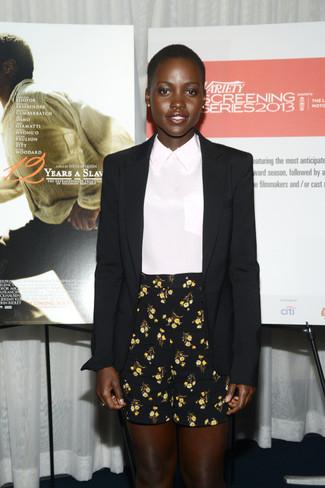 Blazer de seda negro blusa de manga corta de seda blanca pantalones cortos con print de flores negros large 1263