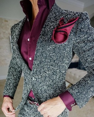 Cómo combinar: blazer de tweed en negro y blanco, camisa de vestir morado, pañuelo de bolsillo de seda rojo
