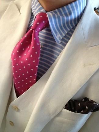 Cómo combinar: blazer en beige, camisa de vestir de rayas horizontales celeste, corbata a lunares rosa, pañuelo de bolsillo a lunares en marrón oscuro