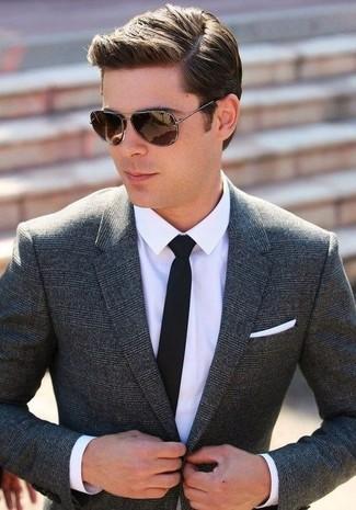 Cómo combinar: blazer de lana de tartán en gris oscuro, camisa de vestir blanca, corbata negra, pañuelo de bolsillo blanco