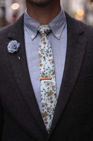 Cómo combinar una camisa de vestir de cambray gris: Emparejar una camisa de vestir de cambray gris con un blazer de lana en gris oscuro es una opción muy buena para una apariencia clásica y refinada.