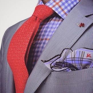 Cómo combinar una camisa de vestir de cuadro vichy en violeta: Ponte una camisa de vestir de cuadro vichy en violeta y un blazer de rayas verticales gris para después del trabajo.