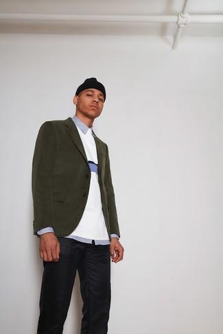 Cómo combinar: blazer de pana verde oliva, jersey con cuello circular blanco, camisa de vestir de rayas verticales celeste, pantalón chino azul marino