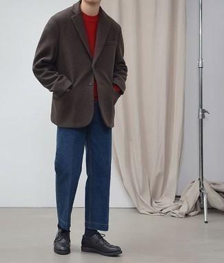 Cómo combinar unos vaqueros: Elige un blazer de lana en marrón oscuro y unos vaqueros para el after office. Con el calzado, sé más clásico y opta por un par de zapatos derby de cuero negros.
