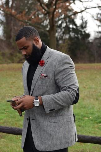 Cómo combinar: blazer gris, jersey de cuello alto negro, pantalón chino negro, pañuelo de bolsillo con print de flores rojo