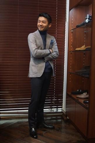 Cómo combinar un pantalón de vestir negro: Considera emparejar un blazer de tartán gris junto a un pantalón de vestir negro para rebosar clase y sofisticación. Botines chelsea de cuero negros son una opción inmejorable para completar este atuendo.