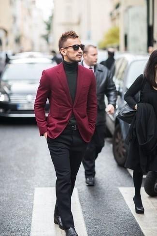 Cómo combinar un pantalón de vestir negro: Intenta ponerse un blazer burdeos y un pantalón de vestir negro para un perfil clásico y refinado. ¿Quieres elegir un zapato informal? Opta por un par de botines chelsea de cuero negros para el día.