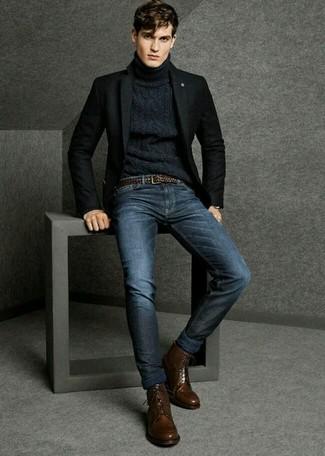 Equípate un blazer de lana negro junto a unos vaqueros azul marino para lograr un estilo informal elegante. Con el calzado, sé más clásico y opta por un par de botas formales de cuero en marrón oscuro.
