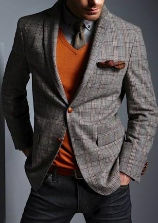 Cómo combinar: blazer de lana de tartán gris, jersey de pico naranja, camisa de manga larga gris, vaqueros negros