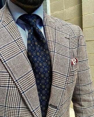 Cómo combinar: blazer de lana de pata de gallo marrón, camisa de vestir de rayas verticales en blanco y azul, corbata estampada azul marino, pañuelo de bolsillo estampado burdeos