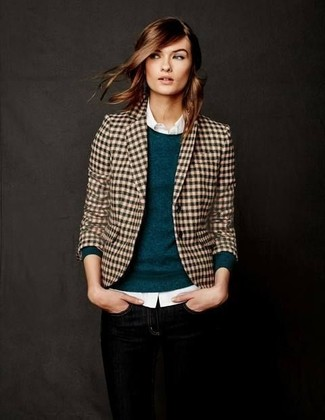 Cómo combinar un blazer marrón claro: Elige un blazer marrón claro y unos vaqueros pitillo negros y te verás como todo un bombón.