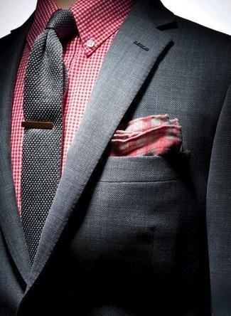aa54b56f ... Look de moda: Blazer negro, Camisa de vestir de cuadro vichy roja,  Corbata
