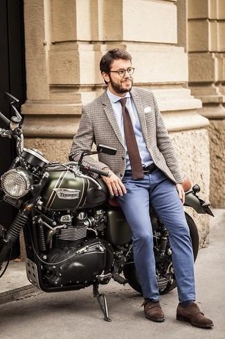 Cómo combinar una corbata de punto marrón: Considera ponerse un blazer de lana a cuadros en beige y una corbata de punto marrón para un perfil clásico y refinado. Zapatos con doble hebilla de ante en marrón oscuro son una sencilla forma de complementar tu atuendo.