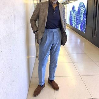 Cómo combinar un blazer de tartán marrón: Intenta combinar un blazer de tartán marrón junto a un pantalón de vestir de pana celeste para un perfil clásico y refinado. Mocasín de ante marrón son una opción excelente para complementar tu atuendo.