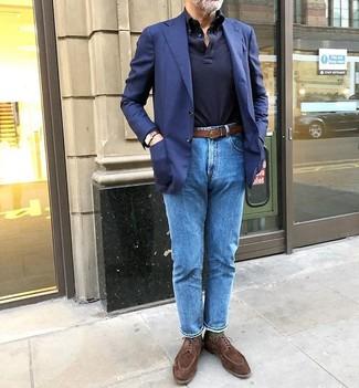 Cómo combinar unos calcetines verde oscuro: Considera ponerse un blazer azul marino y unos calcetines verde oscuro para un look agradable de fin de semana. ¿Te sientes valiente? Elige un par de zapatos derby de ante marrónes.