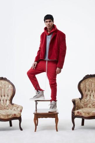 d481165a2e Cómo combinar un pantalón de chándal rojo (27 looks de moda)