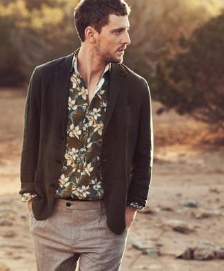 Cómo combinar: blazer verde oliva, camisa de manga larga con print de flores verde oliva, pantalón chino marrón