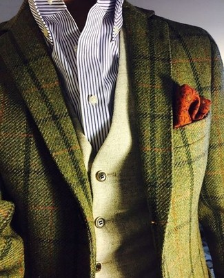 Cómo combinar: blazer de lana a cuadros verde oliva, chaleco de vestir de lana verde oliva, camisa de vestir de rayas verticales en blanco y azul marino, pañuelo de bolsillo estampado naranja